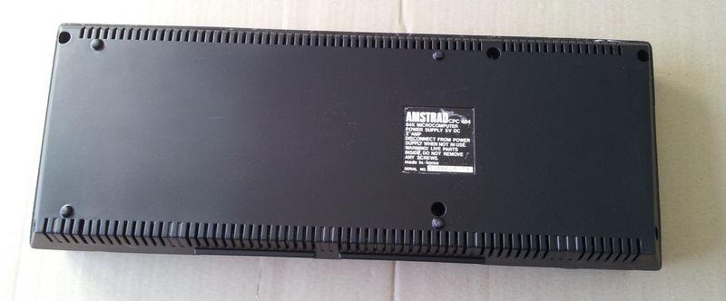 Amstrad CPC 464 vu du dessous