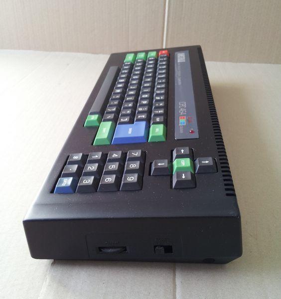 Amstrad CPC 464 vu de coté droit