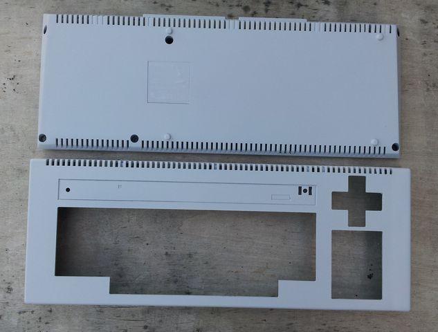 façades dessus et dessous de l'Amstrad CPC 464 après ponçage