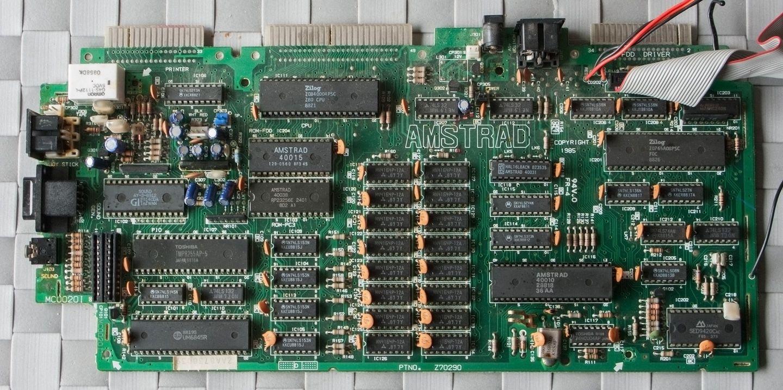 carte mère de l'Amstrad CPC 6128 après nettoyage