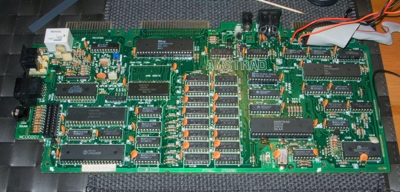 carte mère de l'Amstrad CPC 6128 sans les condensateurs et le 40015