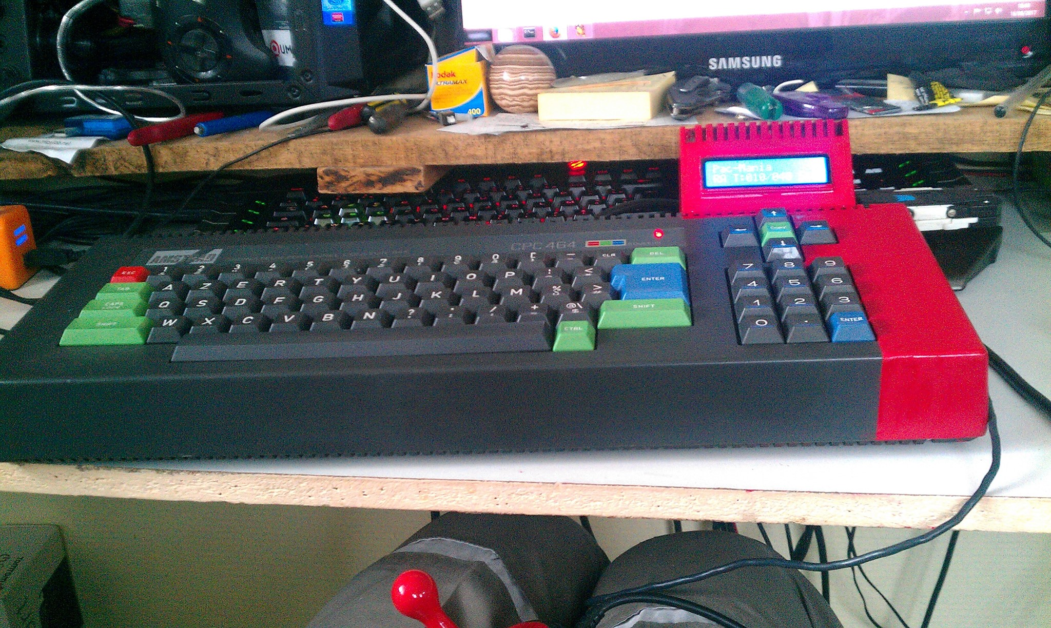 Amstrad CPC 464 sans lecteur de disquettes 2 sur 3 par Olivier Bruneau